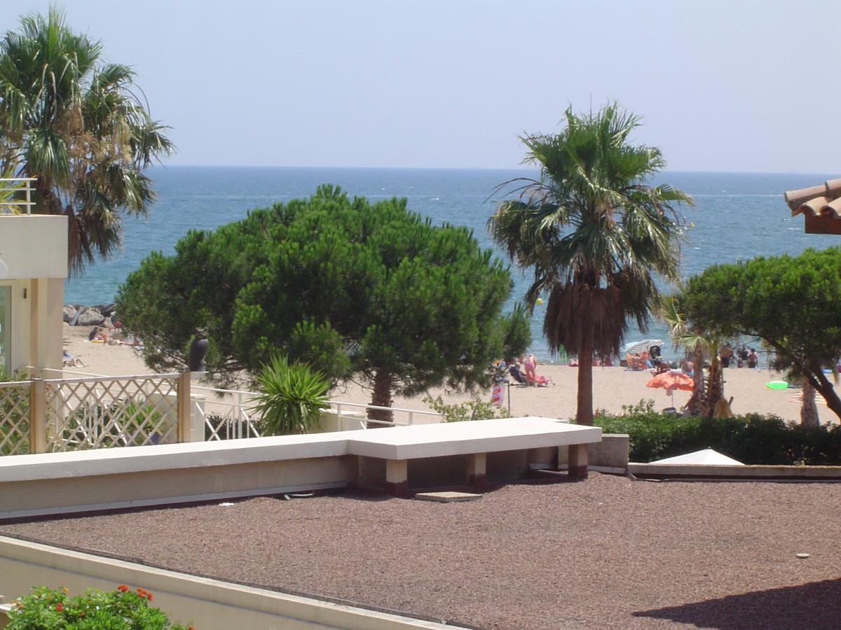 vue plage depuis le balcon
